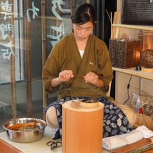 竹工芸職人(女性)